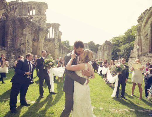 //www.angelawardbrown.com/2011/06/25/sam-daz-gorgeous-outdoor-flashmob-wedding/