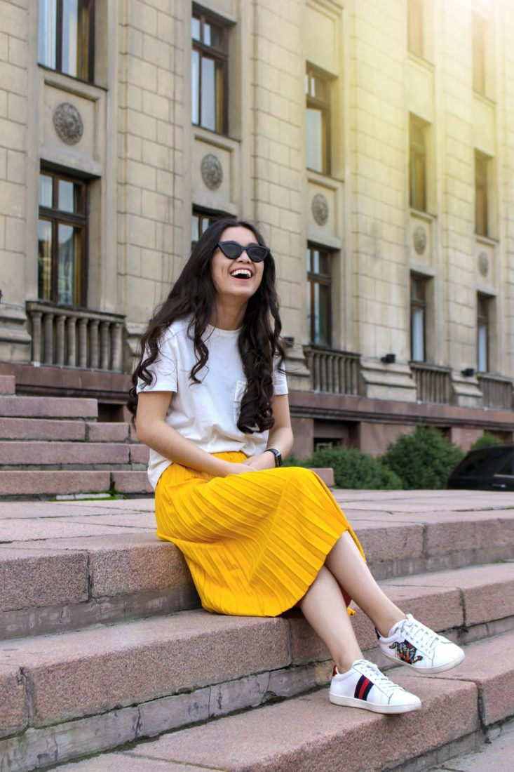 Yellow Skirt, Trainers and White Tee Style